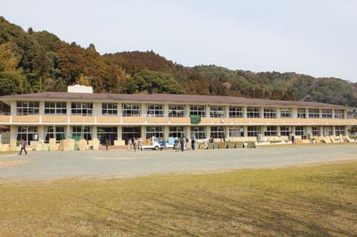 福島第一原発事故 大山小学校 避難所準備