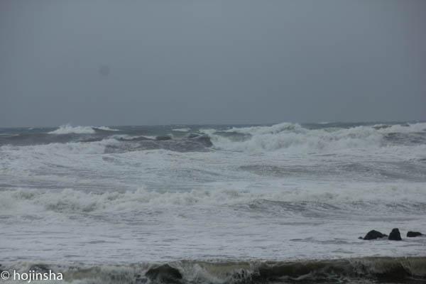 台風の影響で、南鴨川はクローズ