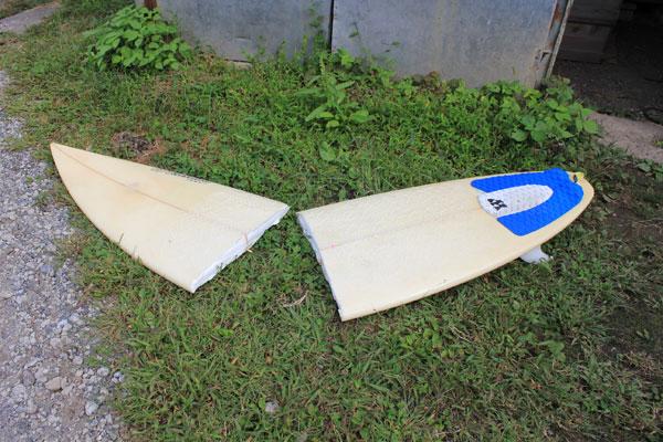 サーフボードが真っ二つに折れる