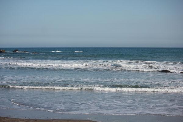 1ヶ月ぶりのサーフィン、パドル筋が落ちてテイクオフが遅れ気味